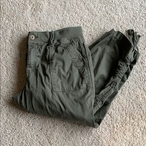 Olive green cropped/capri cargo pants